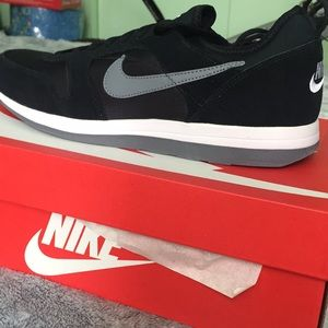 Brand new men's Nike sneakers size 9 1/2